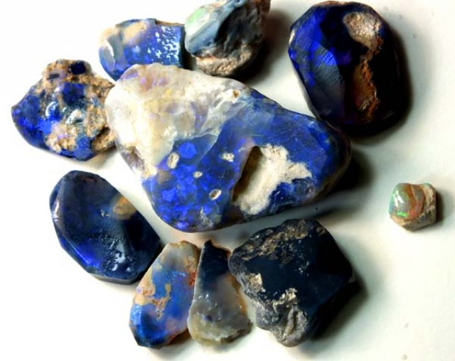 BLACK OPAL ROUGH  L. RIDGE  130  CTS  DT-803