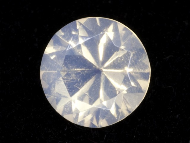 .7ct White Faceted Round Mexican Jelly Opal (MO107)
