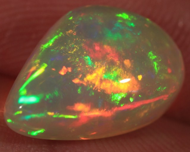 4.79CT EXTREMELY BRIGHT WELO OPAL FULL SATURATION 5/5 FIRE!!