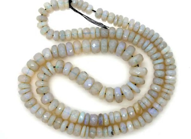 WHITE  OPAL BEADS FACETED  DRILLED   95 CTS  TBO-961