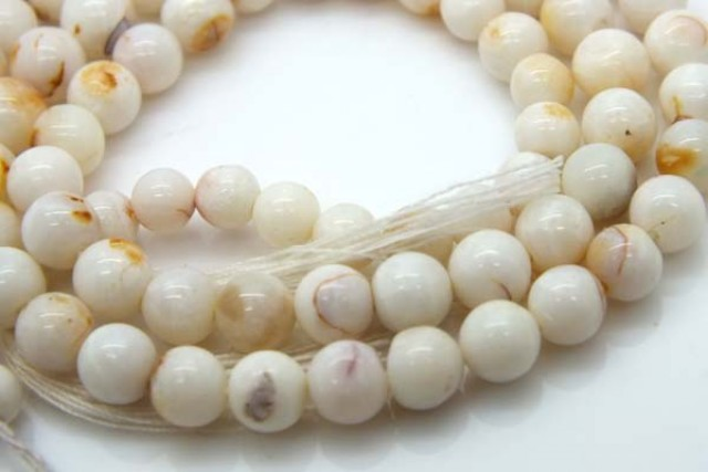 WHITE OPAL BEADS 55 CTS  TBO-973