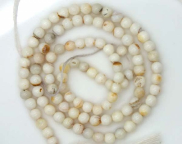 WHITE OPAL BEADS 35 CTS  TBO-974