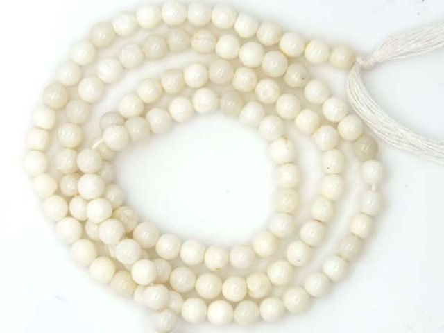 WHITE OPAL BEADS 30 CTS  TBO-978