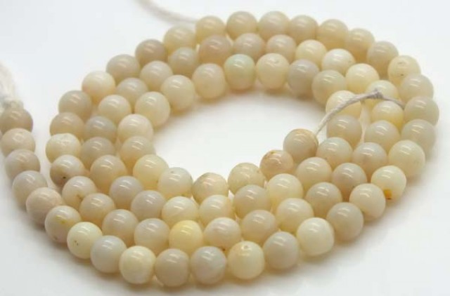 WHITE OPAL BEADS 55  CTS  TBO-1176