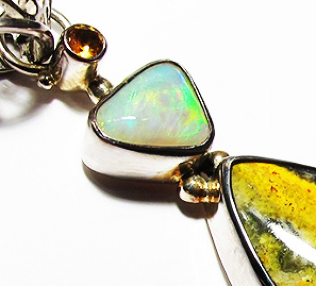 LARGE PENDANT OPAL AND BUMBLEE PENDANT [SOJ3734]