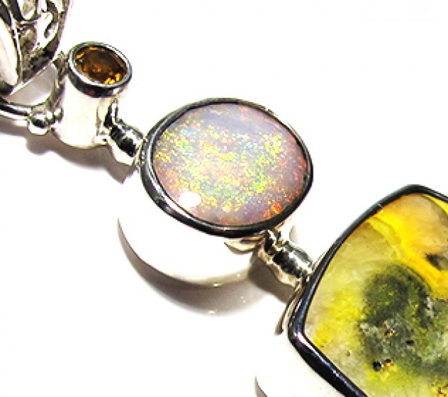LARGE PENDANT OPAL AND BUMBLEE PENDANT [SOJ3741]