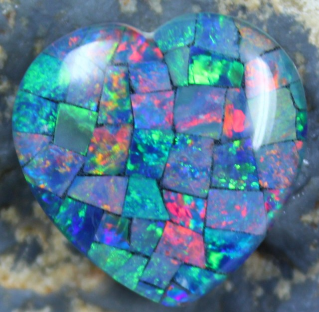 14.80 CTS TOP QUALITY HEART MOSAIC OPAL ELECTRIC COLOR PLAY C5503