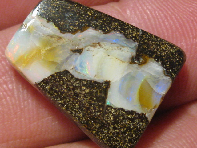 OpalWeb - Miners WholeSale Opals - 20.40Cts - Drilled.
