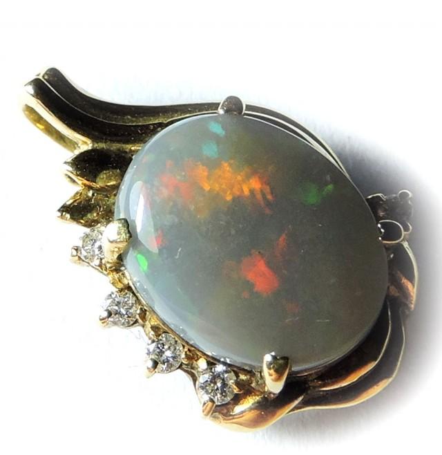 flash  Opal set in 18k Gold Pendant SCO440