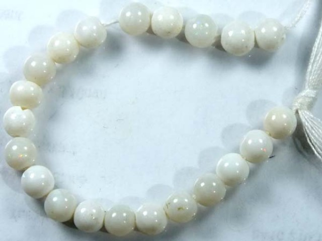 WHITE OPAL BEADS STRAND  10.0  CTS   LO-775