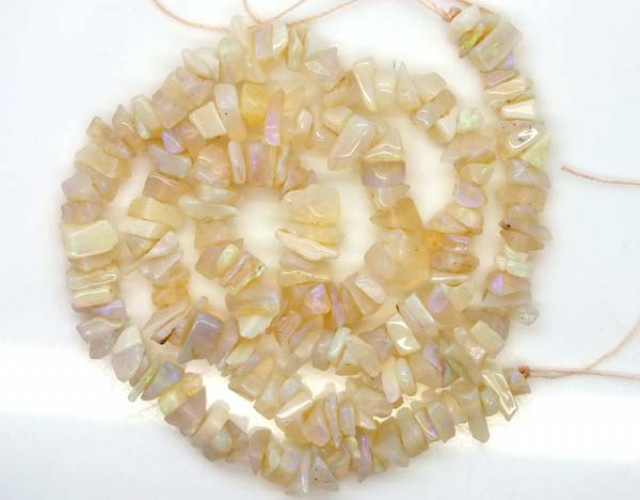 WHITE OPAL STRAND  72.5  CTS   LO-785