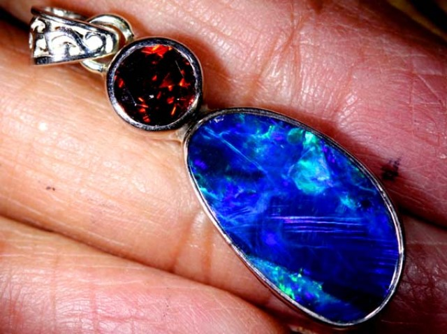 OPAL SILVER PENDANT WITH RUBY 14.6  CTS   OF-458