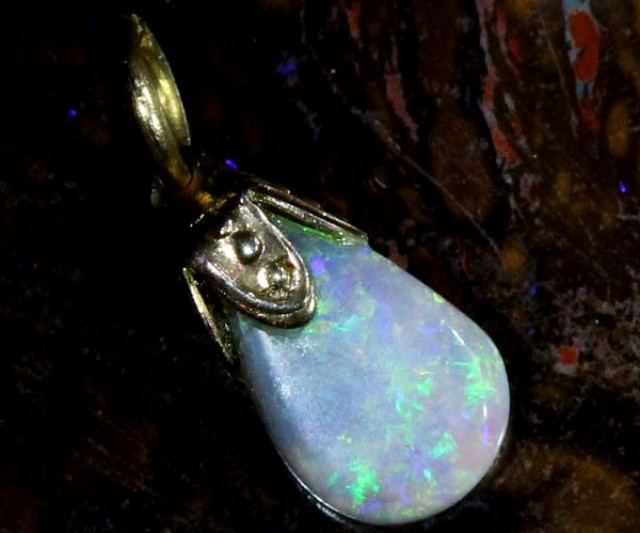 OPAL PENDANT WITH SILVER METAL AND GOLD PLATING 1.5 CTS   OF-508