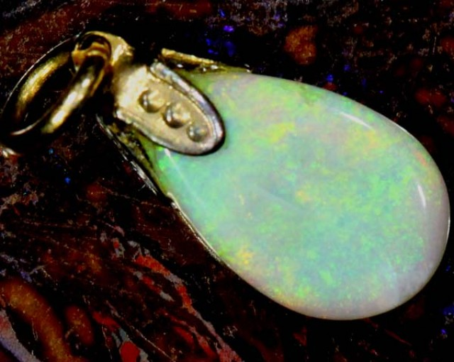 OPAL PENDANT WITH SILVER METAL AND GOLD PLATING 2 CTS   OF-512
