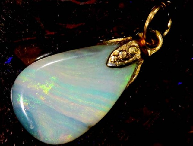 OPAL PENDANT WITH SILVER METAL AND GOLD PLATING 2.8 CTS   OF-537