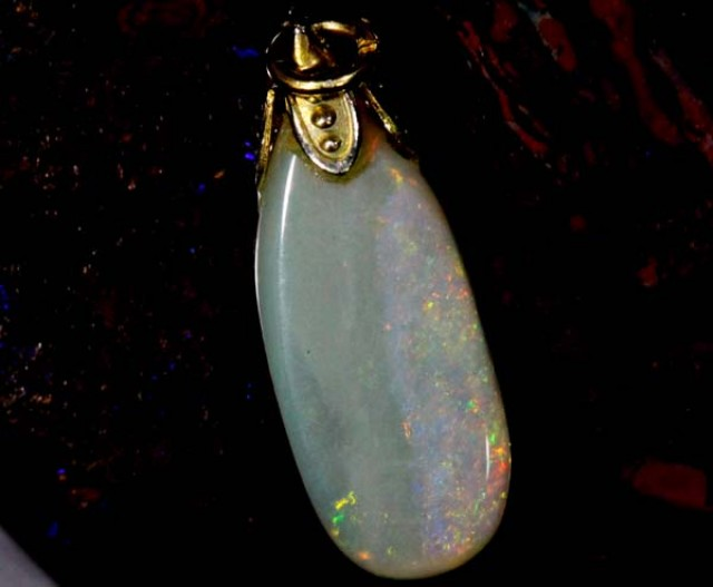 OPAL PENDANT WITH SILVER METAL AND GOLD PLATING  3.4CTS   OF-559