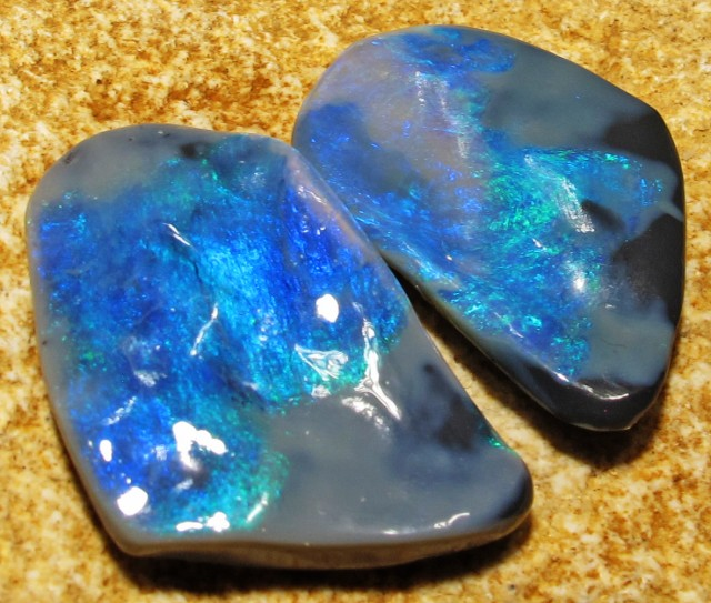 19.1 Cts Butterfly wings black opals QOM 1399