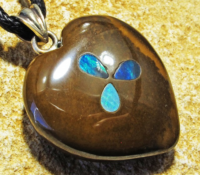 40.51 CTS Cute Heart Shape Inlay Pendant MMR 1701