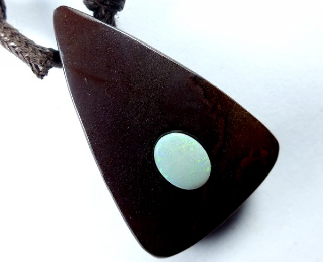 OPAL INLAY NECKLACE  58 CTS  LO-1067
