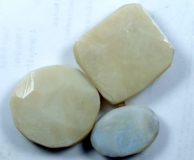 WHITE OPAL RUBS  70CTS  DT-3072