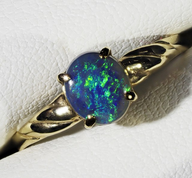 SOLID OPAL 18K GOLD RING SIZE 8.5 A811