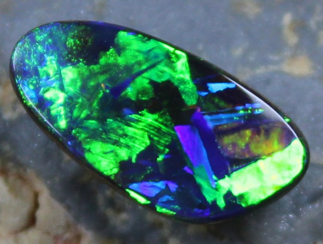 3.00 cts GEM BOULDER OPAL 5/5 BRIGHTNESS ELECTRIC COLORPLAY C7486