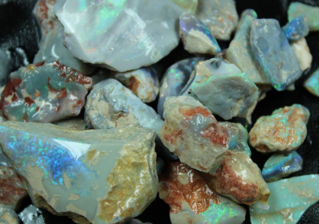 569 CTS BLACK OPAL ROUGH - RUBS PARCEL