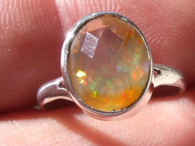 Bezel set Faceted Opal contra luz gem silver ring sz 6.75