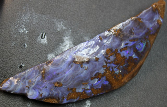 135 CTS BOULDER OPAL RUB FACED FOR EASY CUTTING