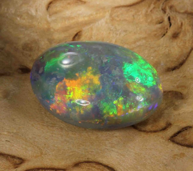 2.75 ct BLACK OPAL FROM LR