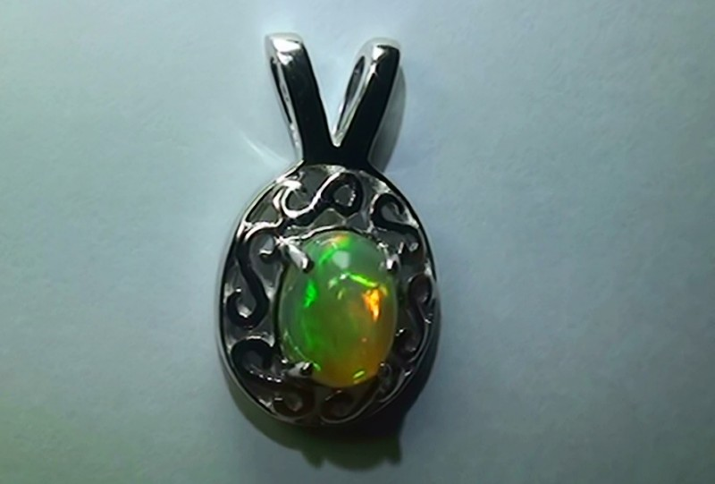 15.65 ct Stunning Modern 925 Silver Solid Welo Opal Pendant