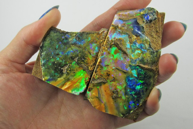 Top Gem split  good Boulder opal    QOM1621