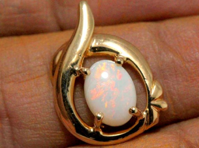 WHITE OPAL PENDANT WITH SILVER METAL AND GOLD PLATING 7.10 CTS   OF-1031