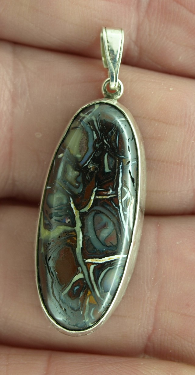 Koroit Boulder Matrix pendant 28.8ct, Bezel set in sterling silver.