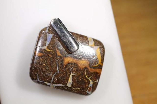 BOULDER OPAL PENDANT WITH SILVER BALE 26 CTS OF-1066