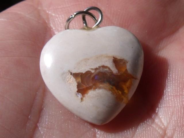 13.0 Ct. Mexican cantera fire opal Cabochon Heart pendant