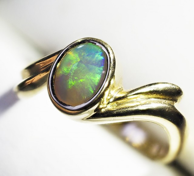 BRIGHT OPAL FLASH  SOLID GOLD RING SIZE  6.5  L1782