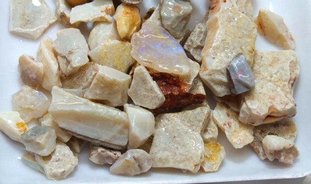 250 CTS WHITE OPAL ROUGH (PARCEL) COOBERPEDY DT-5327