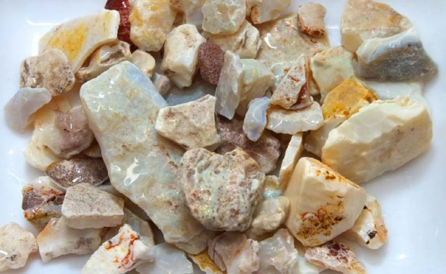 250 CTS WHITE OPAL ROUGH (PARCEL) COOBERPEDY DT-5340