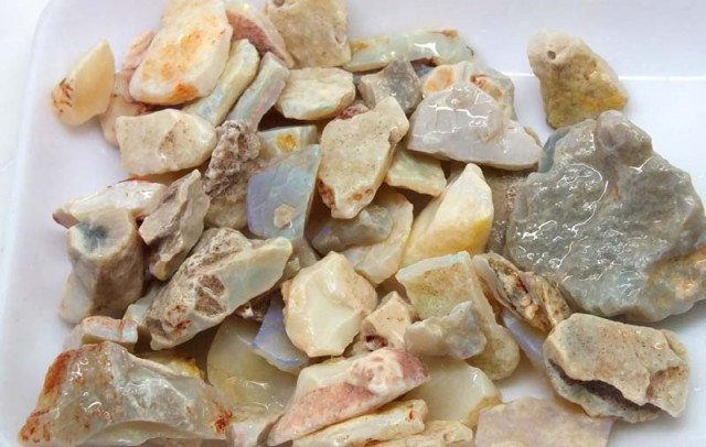250 CTS WHITE OPAL ROUGH (PARCEL) COOBERPEDY DT-5400
