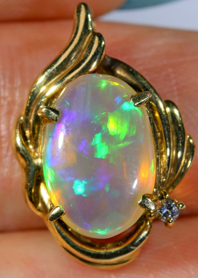 Bright Crystal opal Pendant 18 k SCA 1291