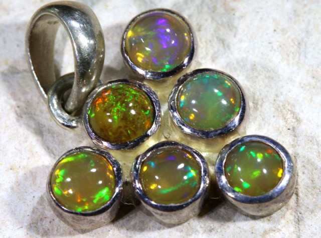 9.50  CTS ETHIOPIAN OPAL SILVER PENDANT   OF-1126