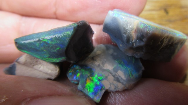 34 Cts rubbed parcel Black Opal fe941