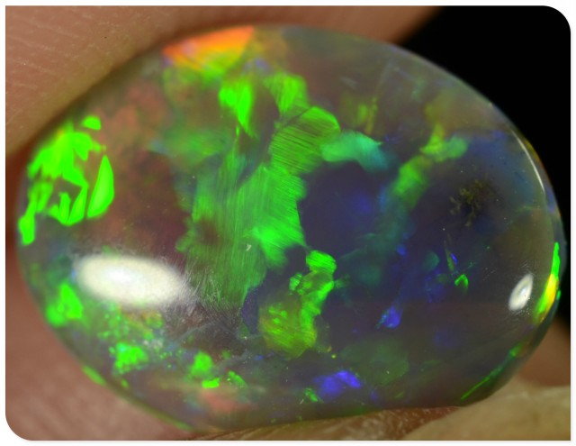 1.05ct Crystal Opal - ID:20554 Multicolour very bright little gem