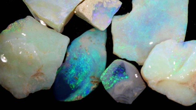 50 CTS COOBER PEDY WHITE OPAL ROUGH PARCEL DT-6293