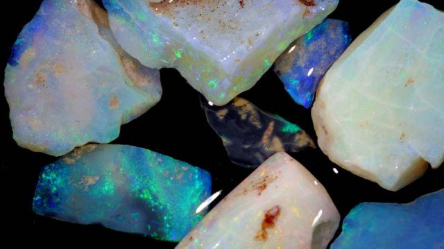 50 CTS COOBER PEDY WHITE OPAL ROUGH PARCEL DT-6297