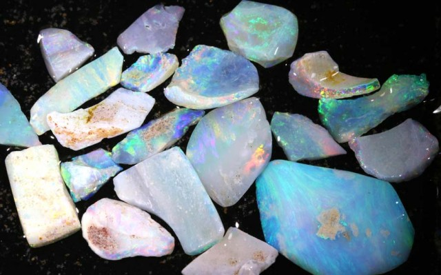 50 CTS COOBER PEDY WHITE OPAL ROUGH PARCEL DT-6405