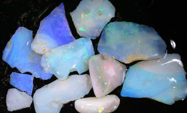 50 CTS COOBER PEDY WHITE OPAL ROUGH PARCEL DT-6407