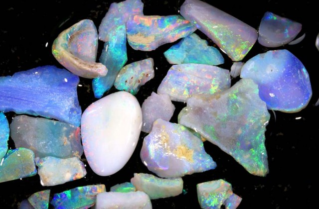 50 CTS COOBER PEDY WHITE OPAL ROUGH PARCEL DT-6409