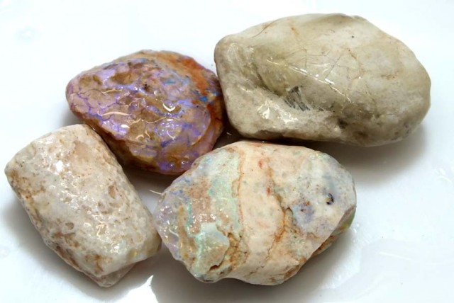 85 CTS OPAL CLAMSHELL PARCEL  FO-578